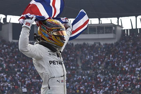 Hamilton 4. bajnoki címét szerezte meg Mexikóban