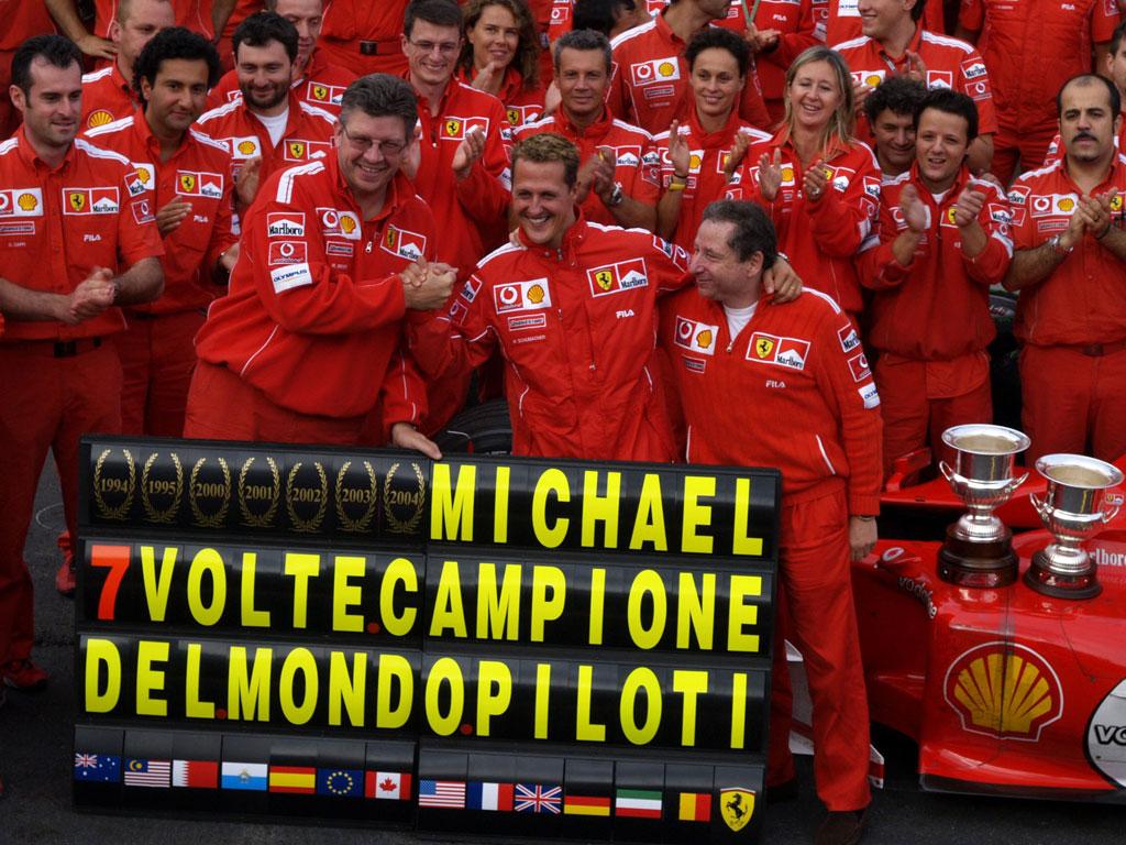 Schumacher a csapattal ünnepli 7. bajnoki címét