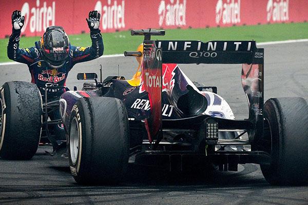 Vettel 2013-ban egyéni és konstruktőri címet is ünnepelhetett a csapattal